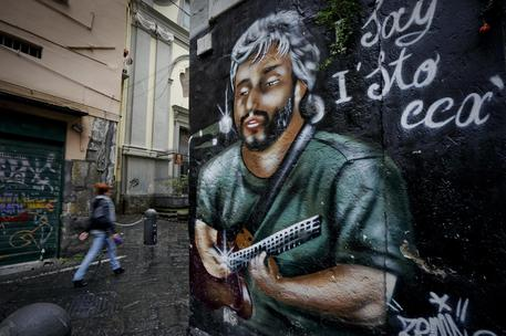 Anniversario morte Pino Daniele, flash mob a Napoli